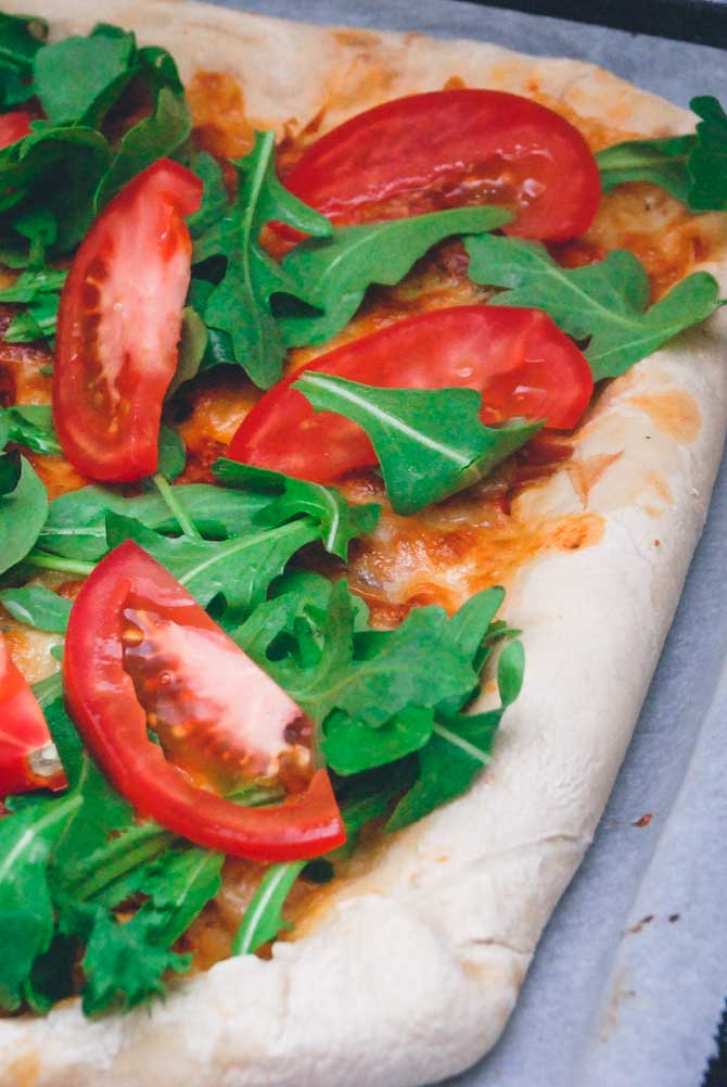 Ostefyldt pizzaskorpe opskrift