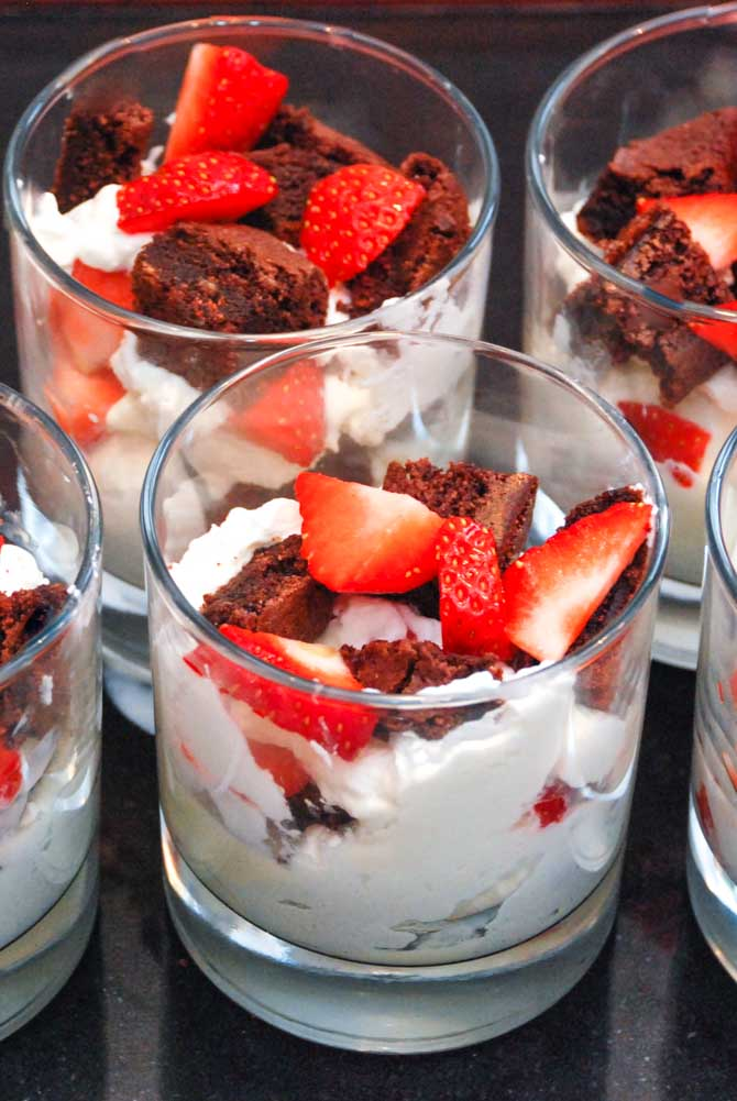 Brownie parfait med jordbær