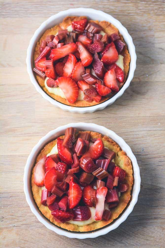 Jordbær rabarbertærter opskrift fra Bageglad