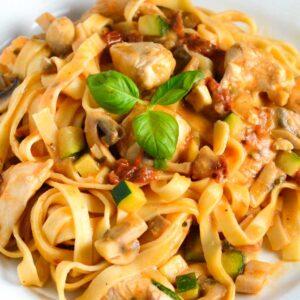 Cremet kylling pasta opskrift fra Bageglad