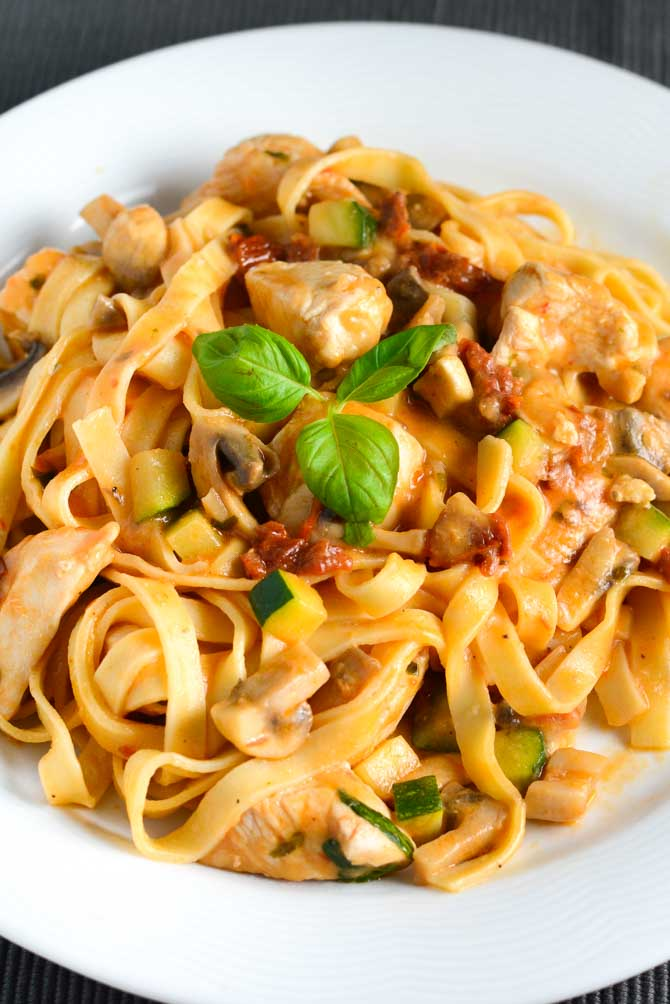 Cremet pasta med kylling opskrift