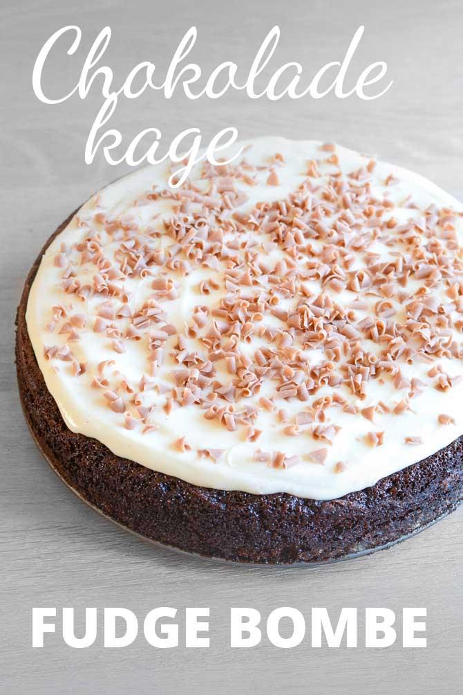 Chokoladekage med fudge og pisket glasur
