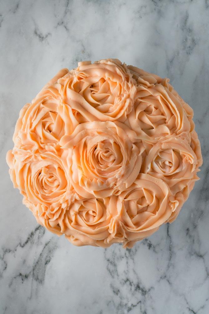 Chokoadelagkage med store roser