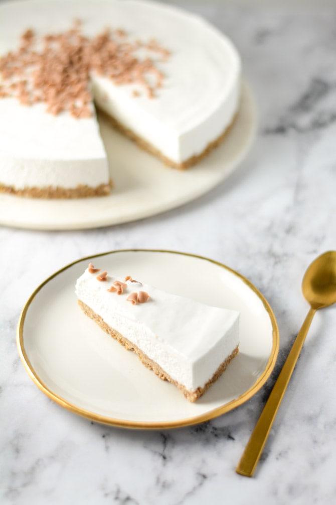Opskrift på kage med hyldeblomstmousse