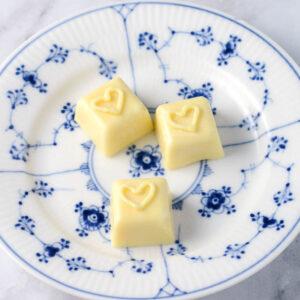 Fyldt hvid chokolade med passionsfrugt