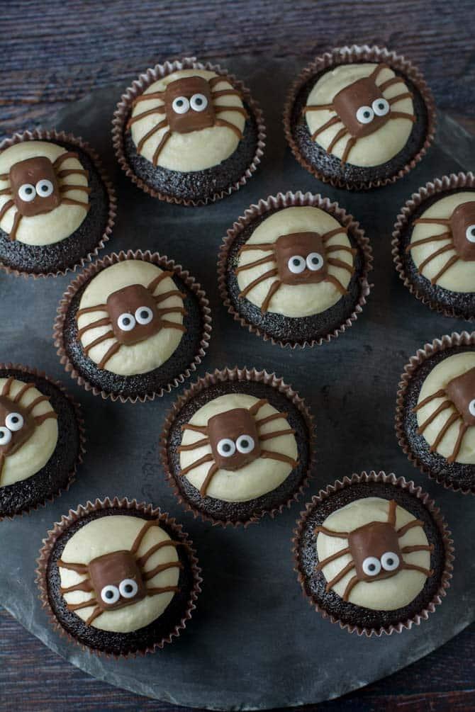 Edderkop cupcakes fra Bageglad