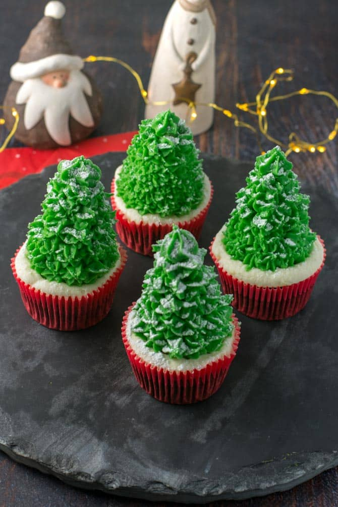 Juletræ cupcakes opskrift fra Bageglad