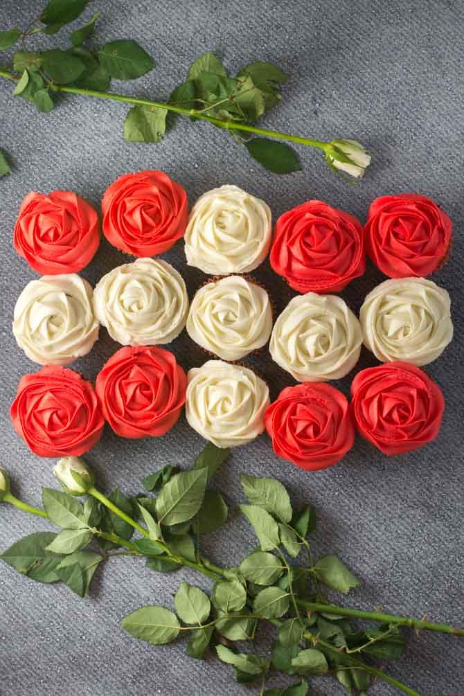Fødselsdag cupcakes med jordbær