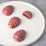Ruby chokolade påskeæg med chokolade ganache