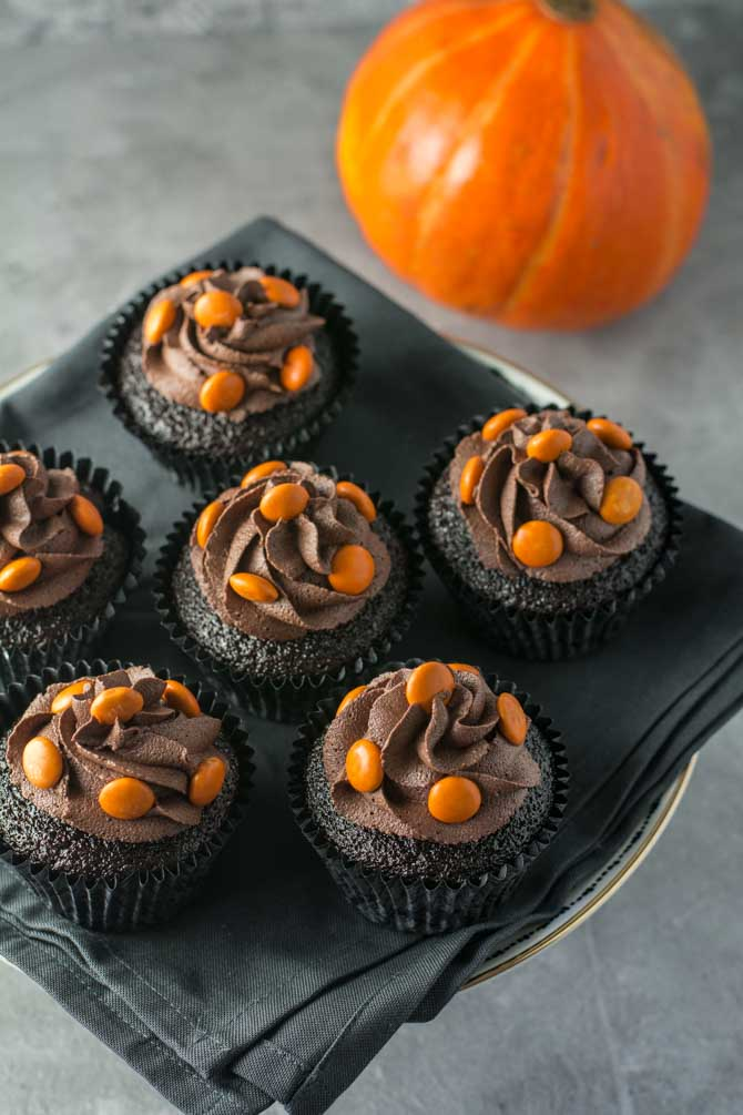 Chokolade Halloween cupcakes opskrift