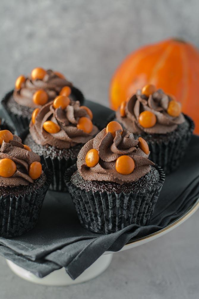 Chokolade Halloween cupcakes fra Bageglad