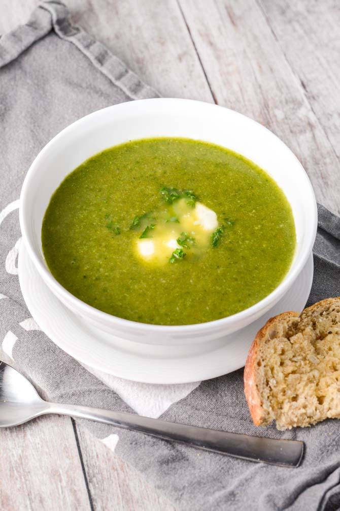 Spinat, broccoli og grønkålssuppe opskrift