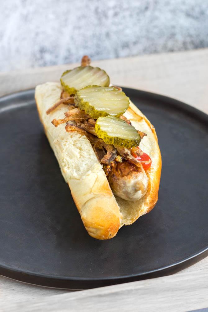Gourmet hotdog med brioche brød
