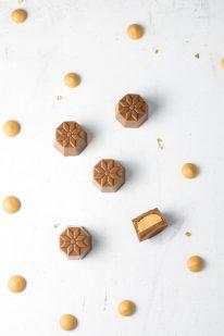 Chokolade med karamel ganache