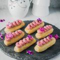 Eclairs med chokoladecreme og hindbær