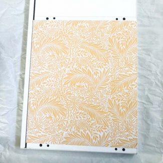 Papir på møbel